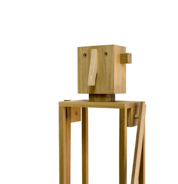 Egyedi kézzel készített fa robot